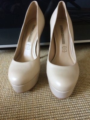 Buffalo Plateau Pumps in beige