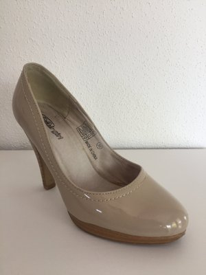 Buffalo Pumps nude