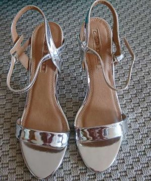 Buffalo Sandaletten Lackleder silber Größe 41