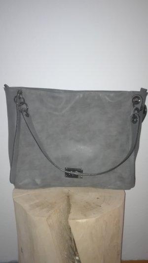 Buffalo Tasche in Grau (Lederimitat)