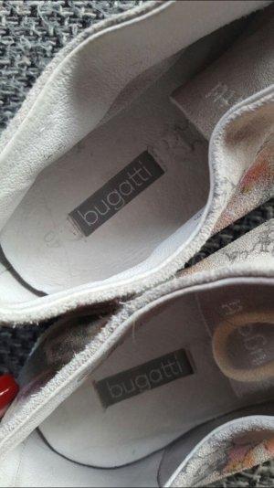 Bugatti Schuhe , für den schmalen Fuß