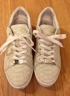 Bugatti: Zartgrün Lindgrüne Sneakers Gr. 39