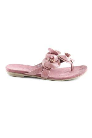 Bugatti Toe-Post sandals violet beach look