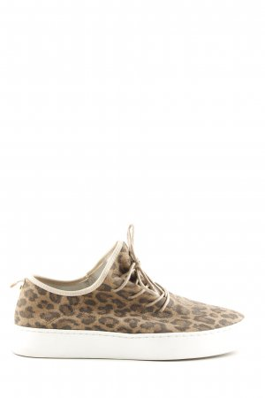 Bullboxer Lace-Up Sneaker leopard pattern casual look
