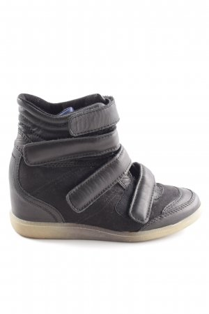 Bullboxer Wedge Sneaker black quilting pattern casual look