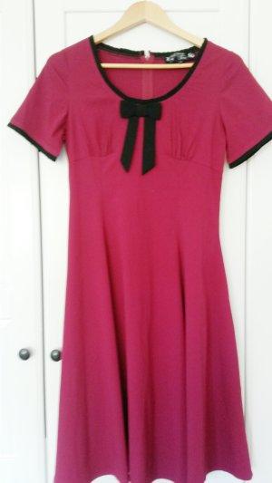 Hell Bunny Robe avec jupon noir-rouge framboise