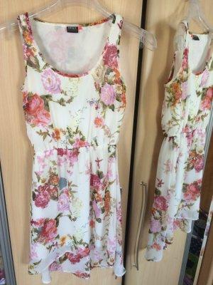 Bunt geblumtes Kleid