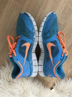 Bunte coole Nikes