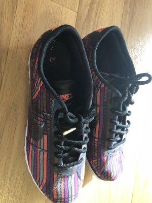 Nike Sneakers met veters zwart-roze