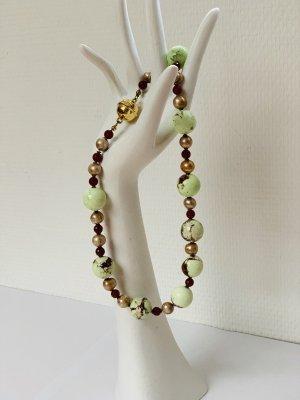 Collar de perlas verde pálido-carmín
