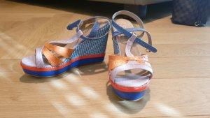 Bunte Sandalen mit Keilabsatz in 36