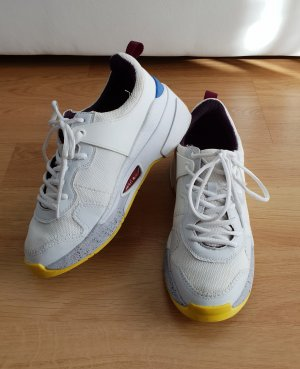 bunte Sneaker mit Plateau, Statement Sneaker, aktuelle Kollektion von Zara