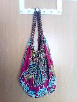 Bunte Tasche mit Träger aus Holzbällchen