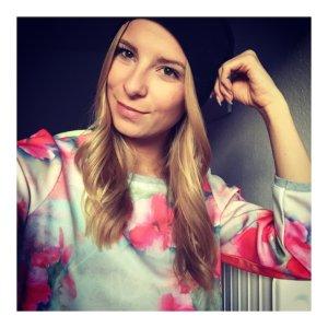 Bunter Pullover Blumenprint neon