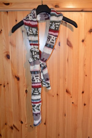 bunter Strickschal mit Muster