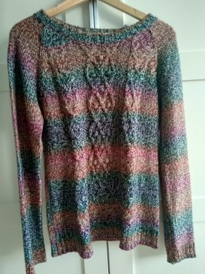 Bunter, warmer Pullover mit Zopfmuster