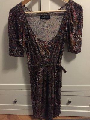 Buntes figurbetonendes Kleid