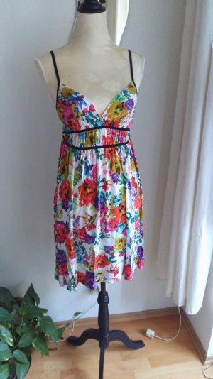 buntes Kleid mit Blumenmuster