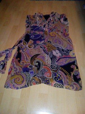 Buntes Kleid. Zum binden