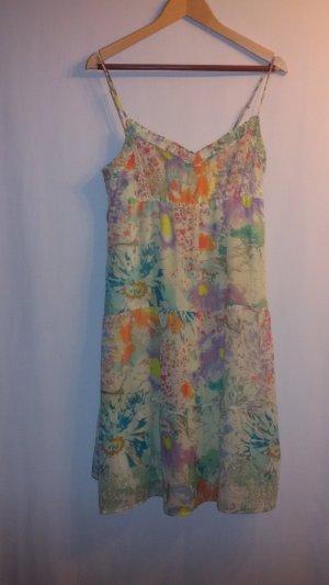 Buntes knielanges Sommerkleid