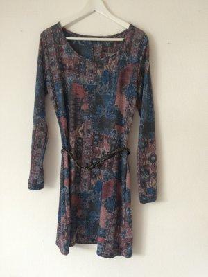 Buntes Langarm-Kleid mit Muster