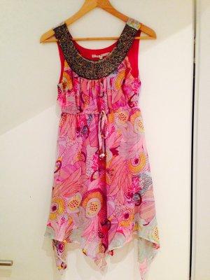 Buntes Sommer-Kleid mit schöner Perlenstickerei am Dekolleté