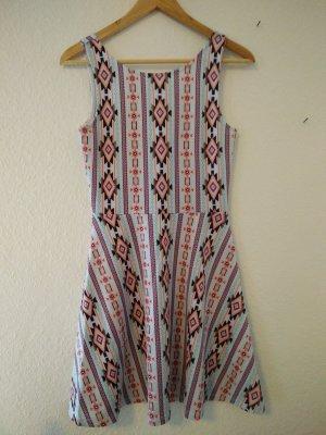 buntes Sommerkleid im Ethnolook