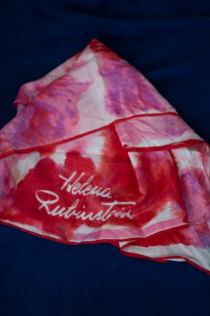 Buntes Tuch Helena Rubinstein rot weiß pink