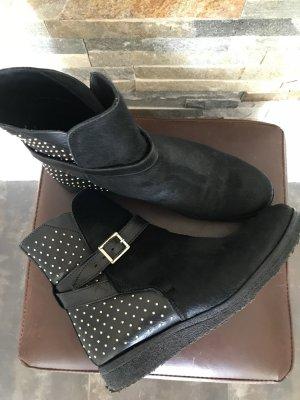 Burberry Boots Stiefeletten aus Kuhfell und Nieten wie neu