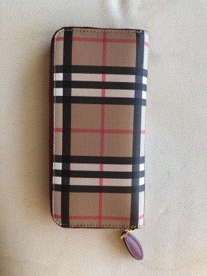 0e1856cfcd890 Burberry Brieftasche mit Umlaufverschluss und Check-Muster