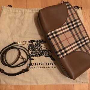 Burberry Clutch in braun NEU