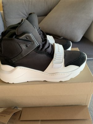 Burberry High Top Sneaker black-white