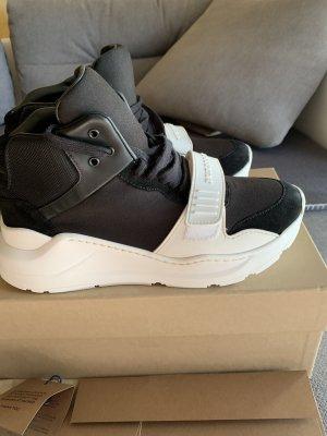 Burberry High Top Sneaker black-white