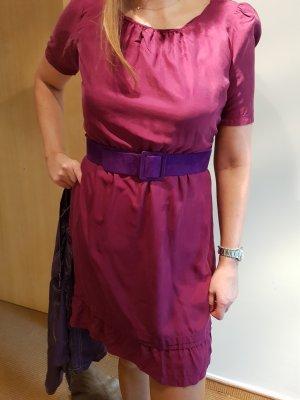 Burberry Kleid kurzarm magenta mit Gürtel