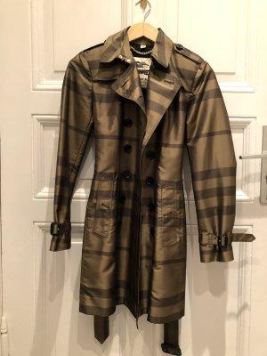 Burberry mantel