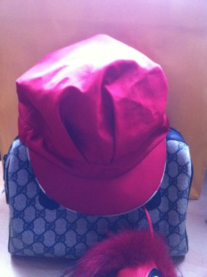Burberry Mütze super Zustand tolles Rot mit dem Typischen Burberry Muster