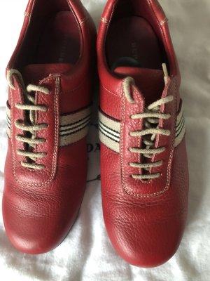 Burberry Chaussures à lacets rouge carmin cuir