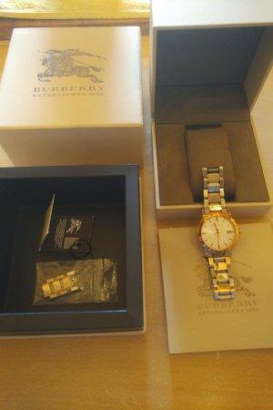 Burberry Horloge met metalen riempje zilver-goud