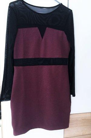 Burgunder-farbenes Mini-Kleid mit schwarzen Mesh-Stoff und sexy cut outs