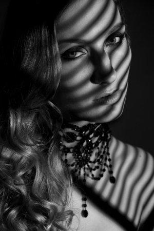 Burlesque – LUXUS KARMA Gothic Perlen Collier Kette black