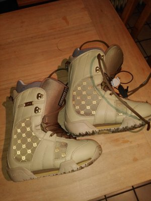 Burton Snow Boots gold-colored
