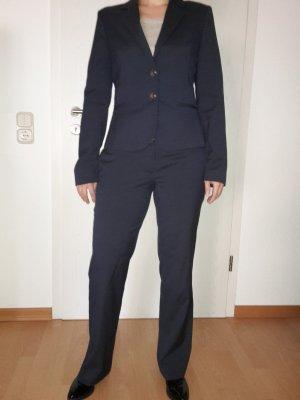 Business Anzug Dunkelblau mit feinen Nadelstreifen von Jake's
