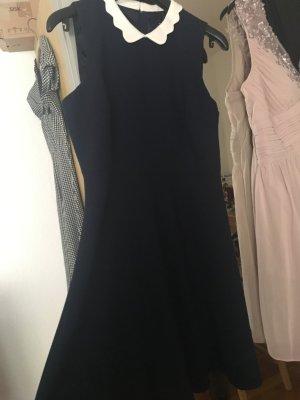 Business-Kleid aus strukturiertem Stoff