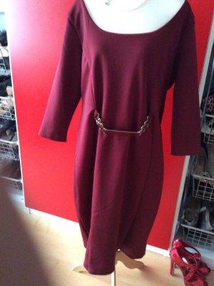 Business Kleid in Bordeaux mit goldenem  Detail in 52