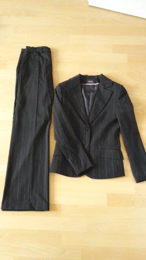 Business Nadelstreifen Anzug mit rosa Streifen