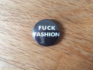 "Button ""Fuck Fashion"""
