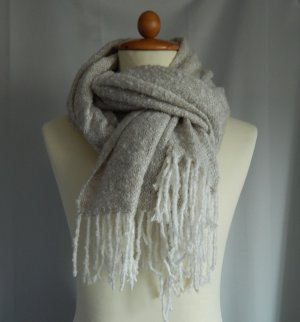 C&A,weicher großer Schal, Webschal-feines Boucle,weiß-beige,Fransen