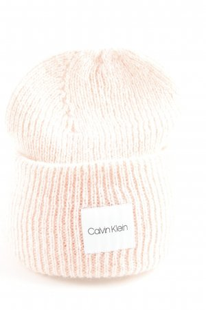 Calvin Klein Gorro rosa claro look Street-Style