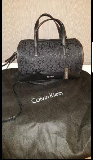 Calvin Klein Hand und umhängetasche neu