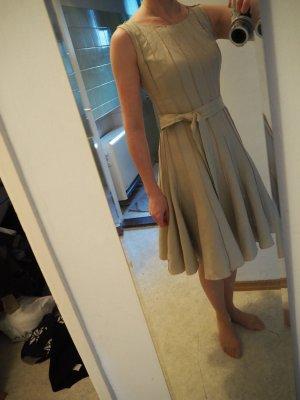 Calvin Klein Leinenkleid (US 2) sitzt wie 32